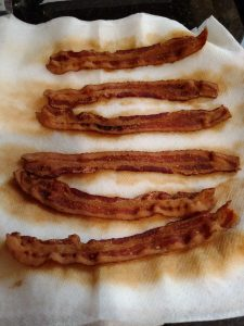 bacon cooked on papertowels
