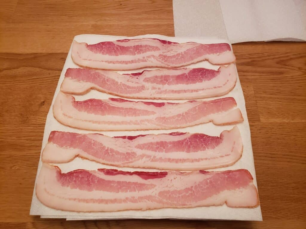 bacon slices on the paper towels neatly with no overlapping